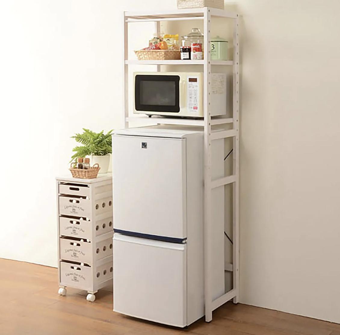 一人暮らしに便利。 棚の高さが変えれる冷蔵庫ラック (WS)