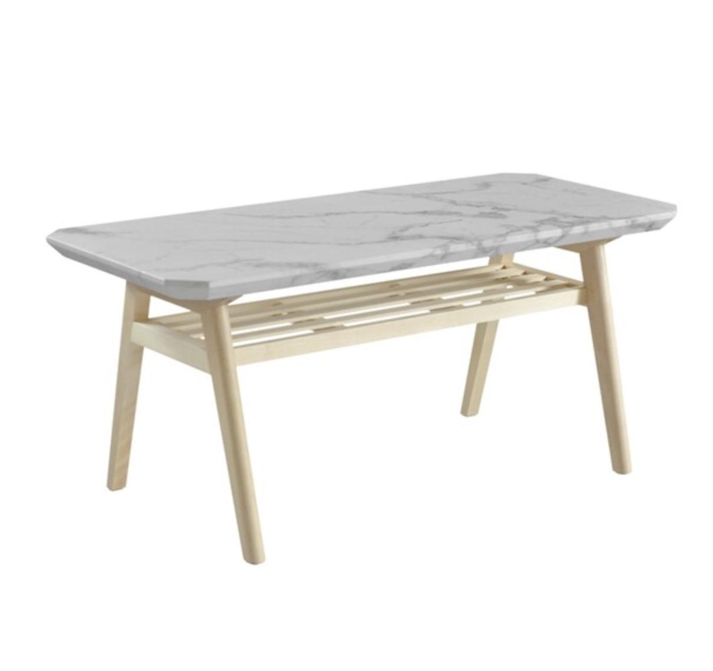 高級感のある大理石調棚付きセンターテーブル